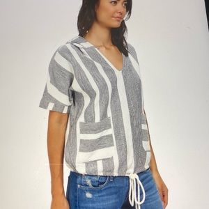 Roxy short sleeve hooded shirt size M/L Drawstring in waist .Blue and cream